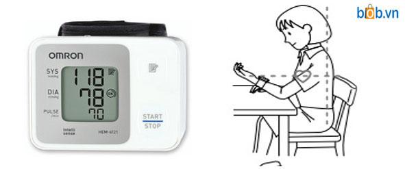 Máy đo huyết áp Omron Hem 6121