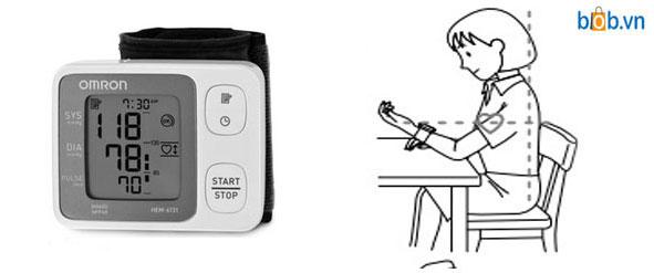 Máy đo huyết áp cổ tay rất thuận tiện cho mùa đông